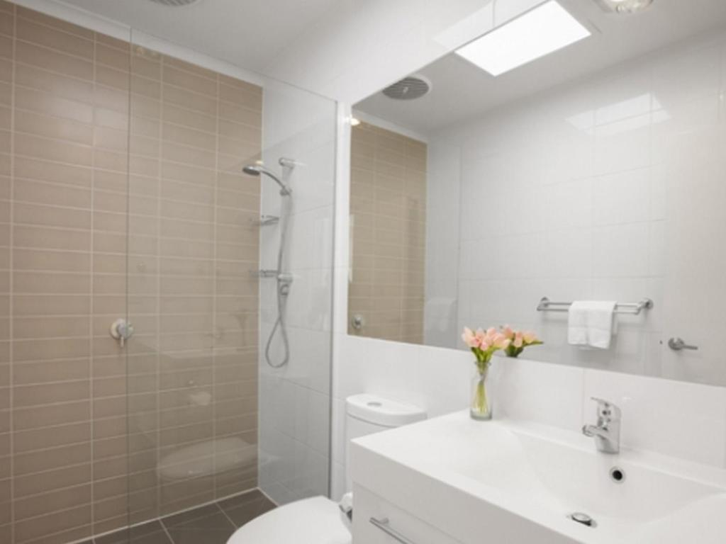 Bathroom Boutique Stays - Melrose Terrace, Townhouse in North Melbourne