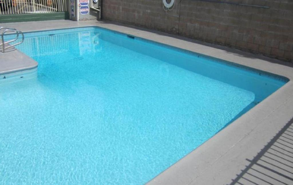 Swimming pool [outdoor] Little Boy Blue Motel