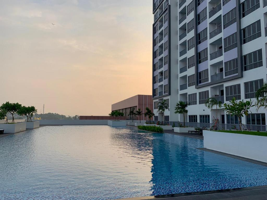 Swimming pool [outdoor] (SeaView) Studio Apartment at HarbourBay Residence