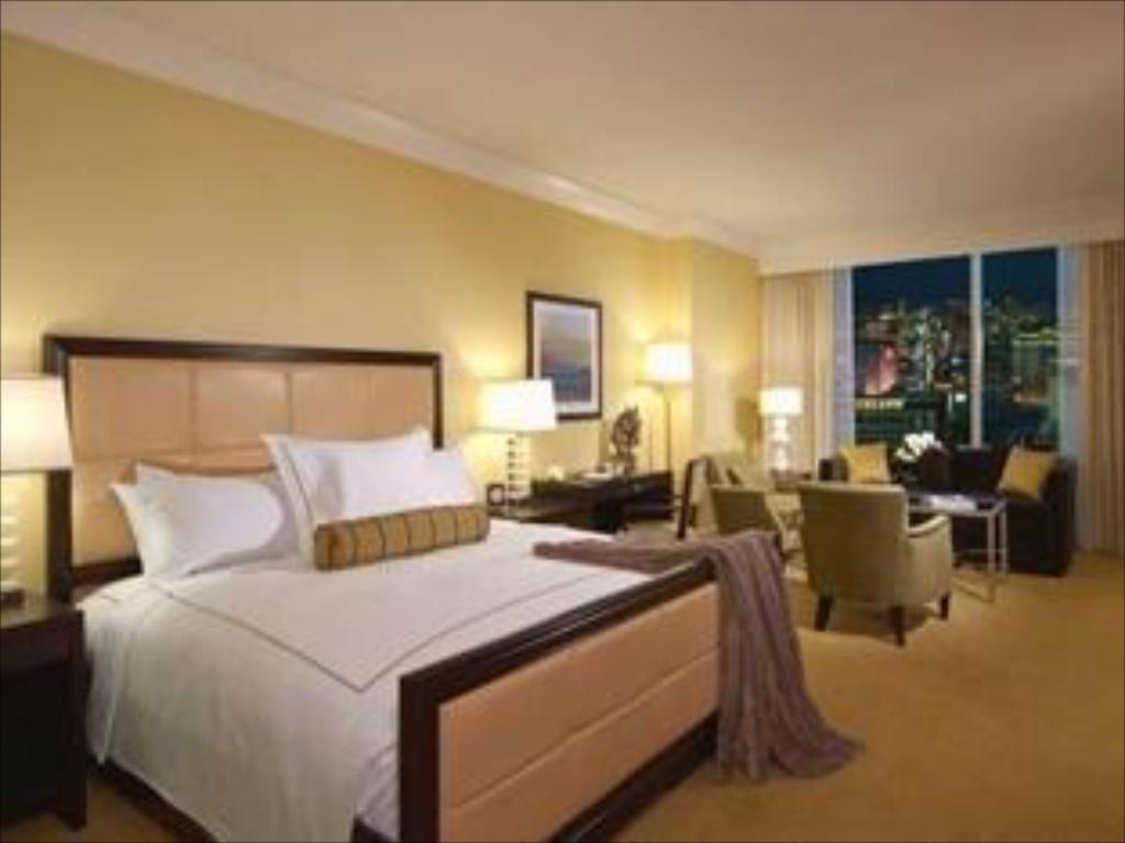 Deluxe King Room Trump International Hotel Las Vegas