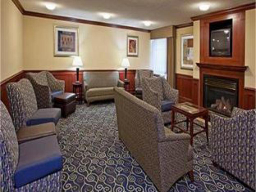 Lobi Crowne Plaza Hotel and Suites Pittsburgh South