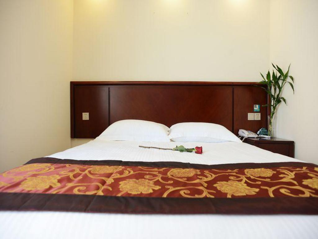 Cama Queen-size GreenTree Inn Shanghai Pudong Airport Town Express Hotel