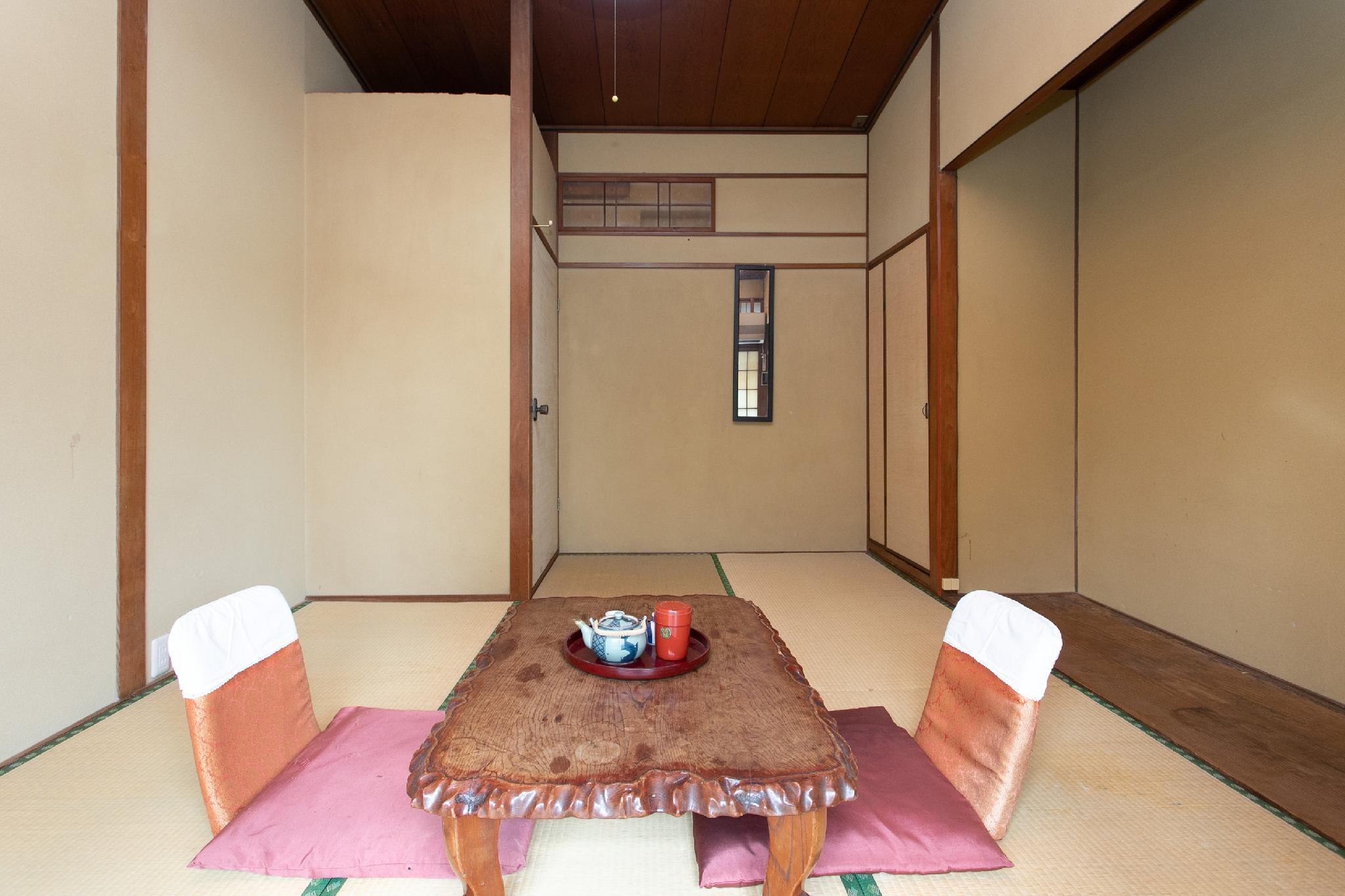Japanese Style Room with Shared Bathroom - Smoking