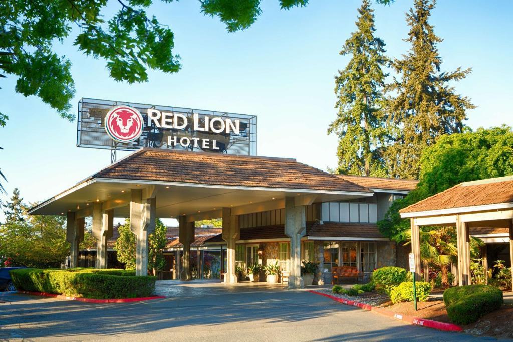 red lion hotel bellevue in bellevue wa room deals. Black Bedroom Furniture Sets. Home Design Ideas