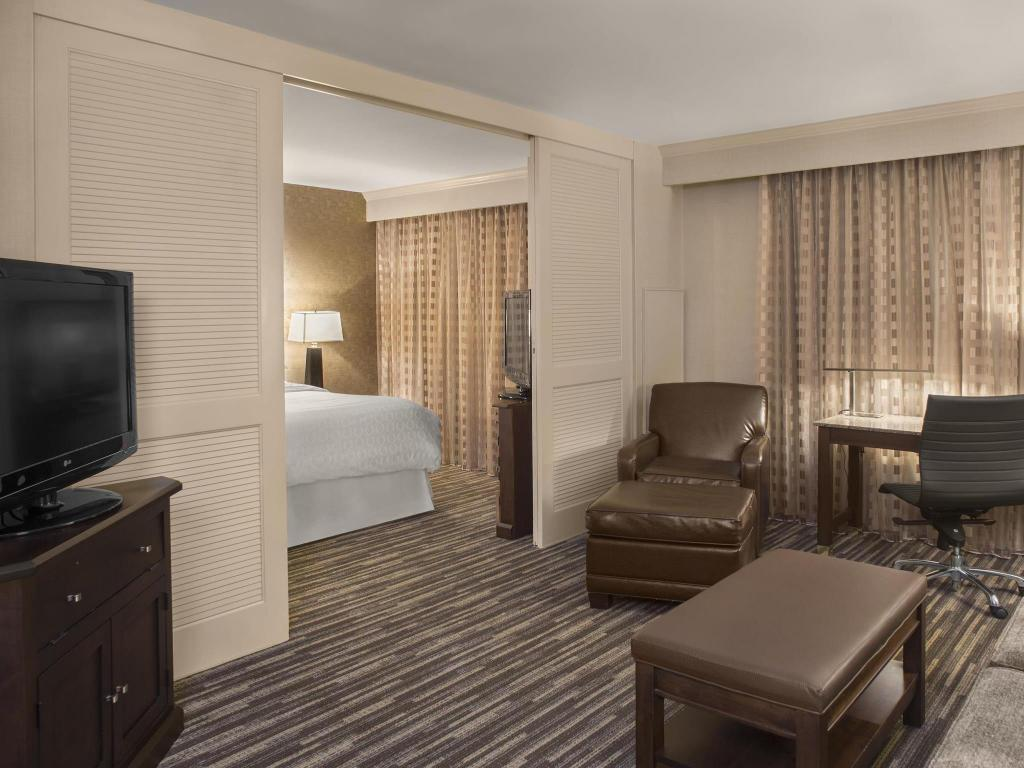 Traditional River King Sheraton Suites Akron Cuyahoga Falls