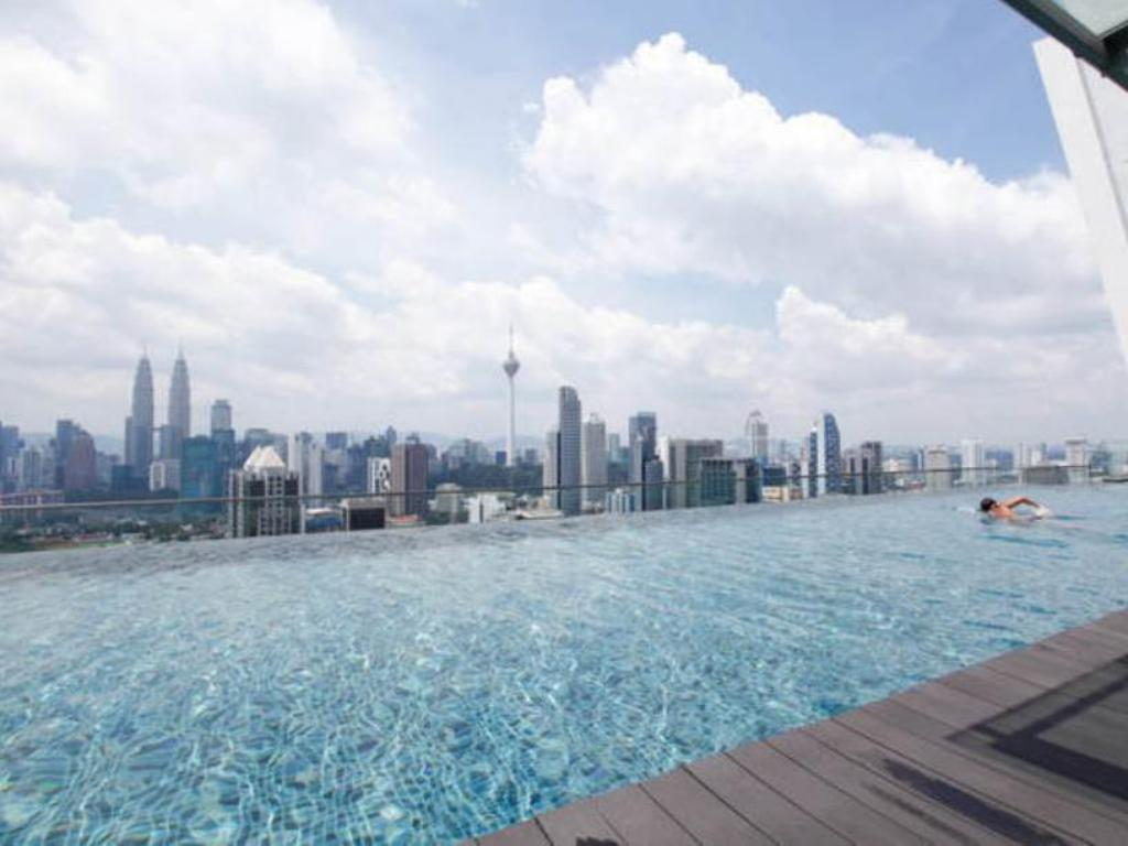 Best price on the best klcc view regalia residences in - Best hotel swimming pool in kuala lumpur ...