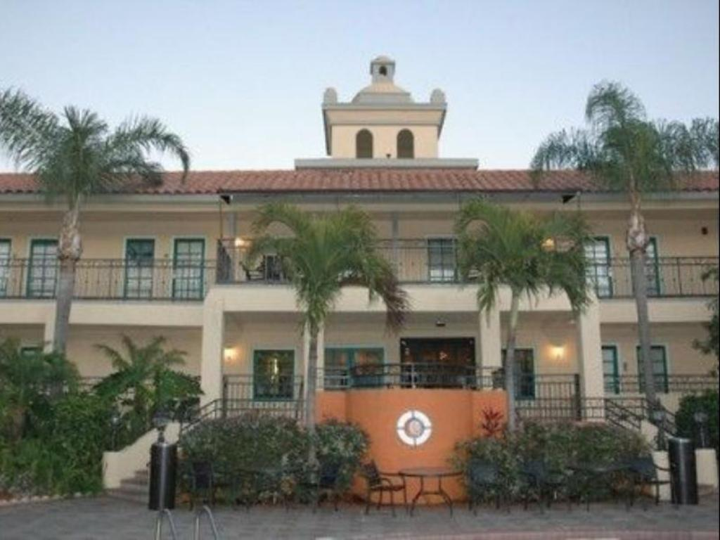 Best price on holiday inn hotel suites tampa n busch gardens area in tampa fl reviews for Value lodge busch gardens tampa