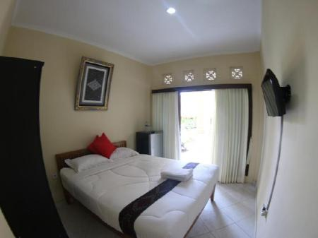 Deluxe Room (2 Adults + 1 Child) Sari Buana Bed and Breakfast