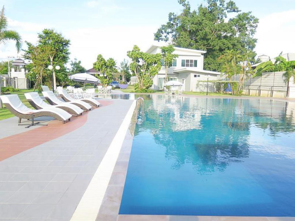 Piscina Thanaporn Resort