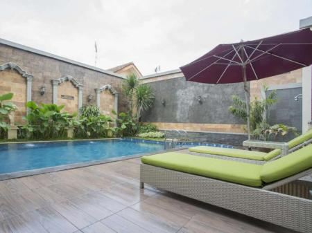 Swimming pool [outdoor] Prima In Hotel Malioboro
