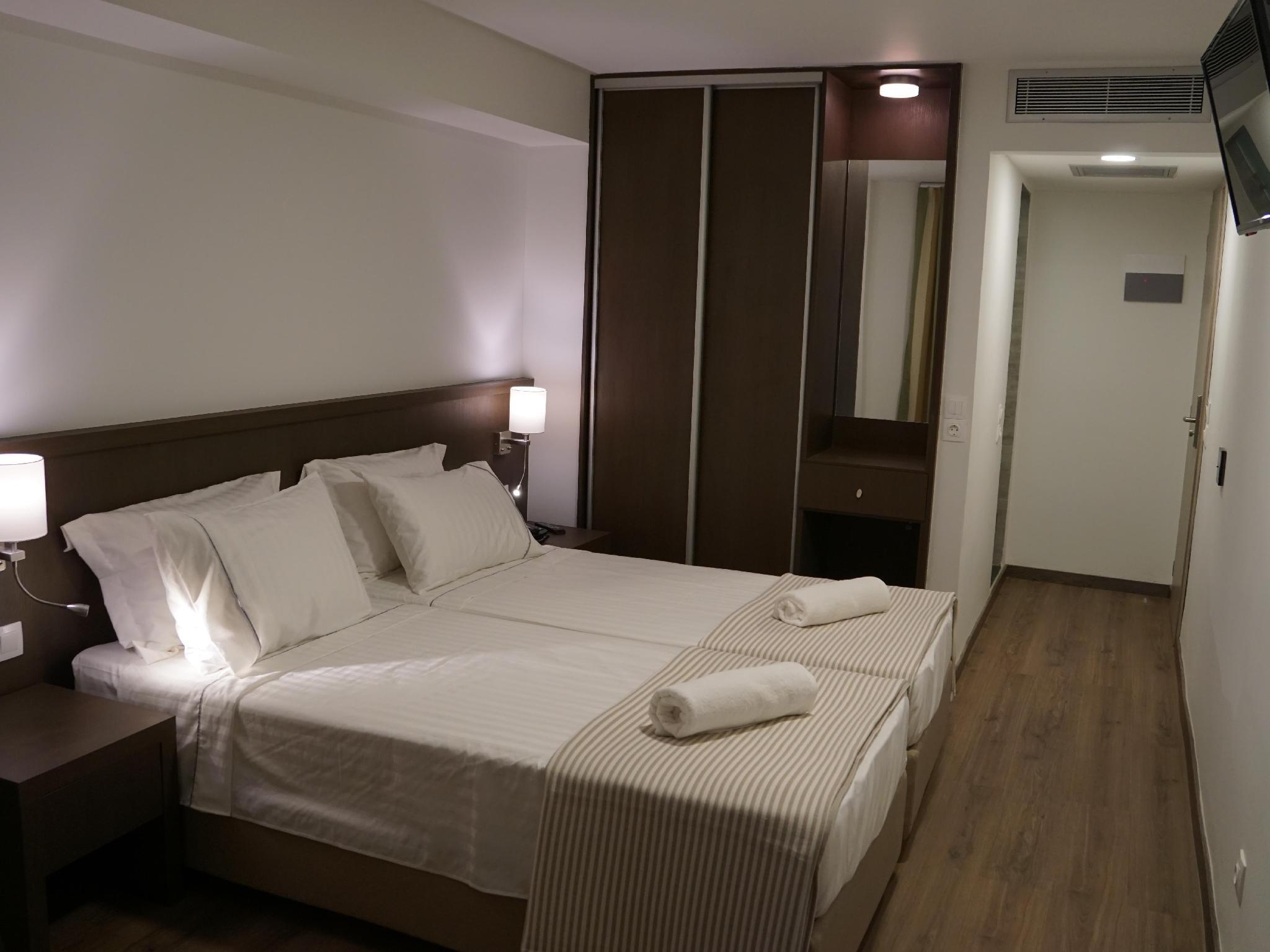 Habitacio Doble o 2 llits amb llit supletori (Double or Twin Room with Extra Bed)
