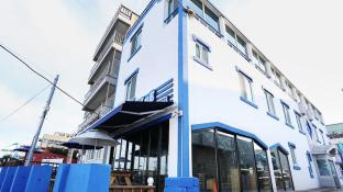James Blue Hostel