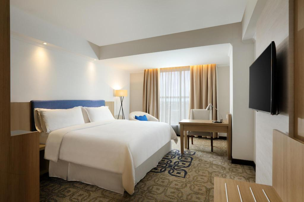 Deluxe - Bed Four Points by Sheraton Makassar