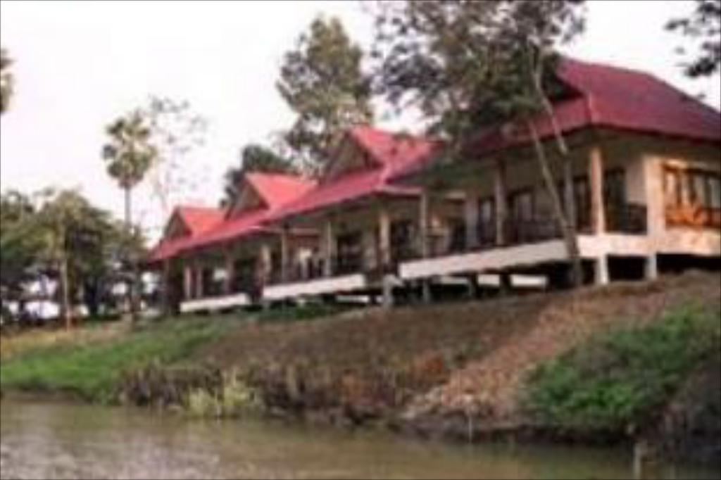 More about Uthai River Lake Resort