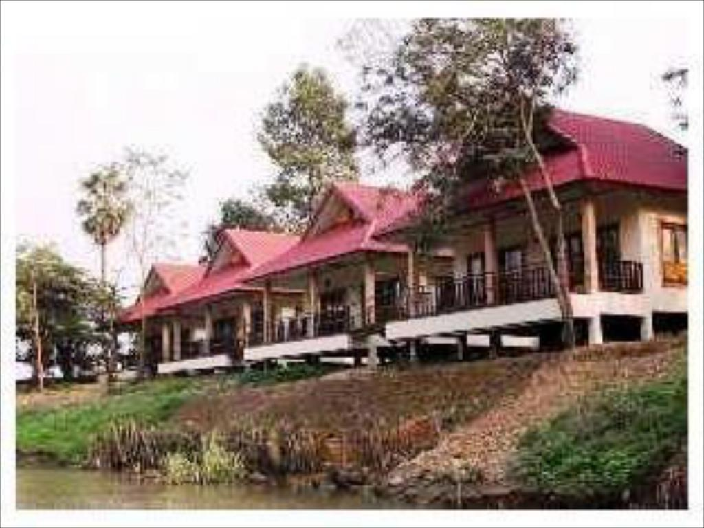 숙소 외관 Uthai River Lake Resort