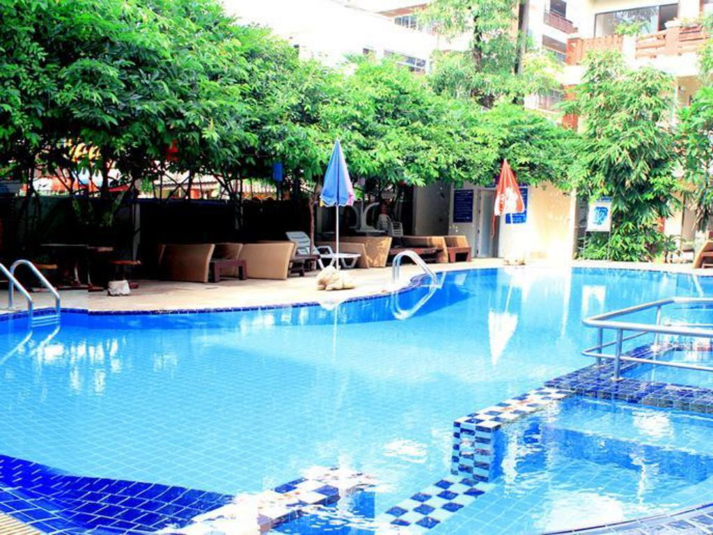 Best price on mermaid 39 s beach resort in pattaya reviews for Ecr beach resorts with swimming pool prices