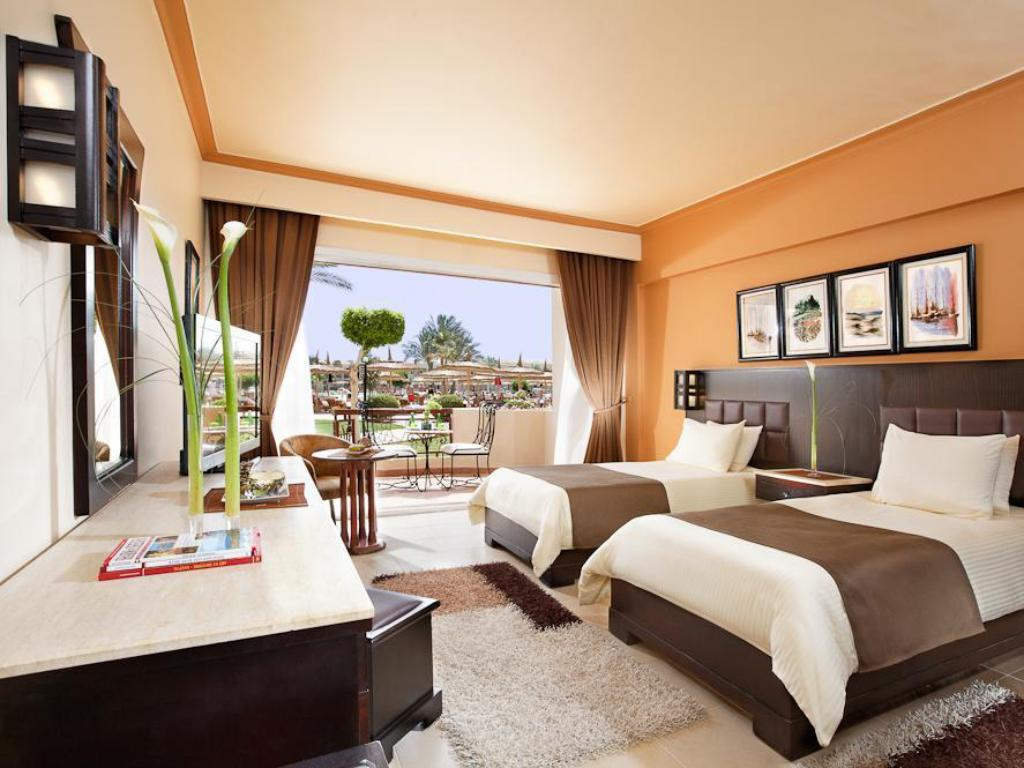 Double Standard Sea View - Bed Royal Albatros Moderna Resort