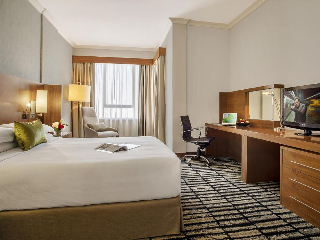 Premium Suite with king bed - Bed