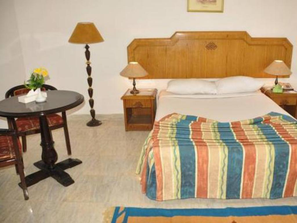Economy Double Room - Bed MinaMark Beach Resort