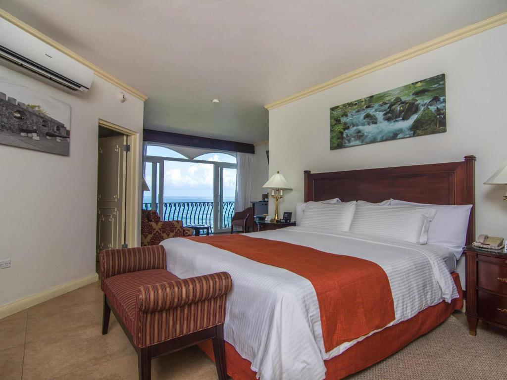 1 King Junior Suite Ocean View Butler Service - Номер Jewel Paradise Cove Adult Beach Resort & Spa, All-Inclusive