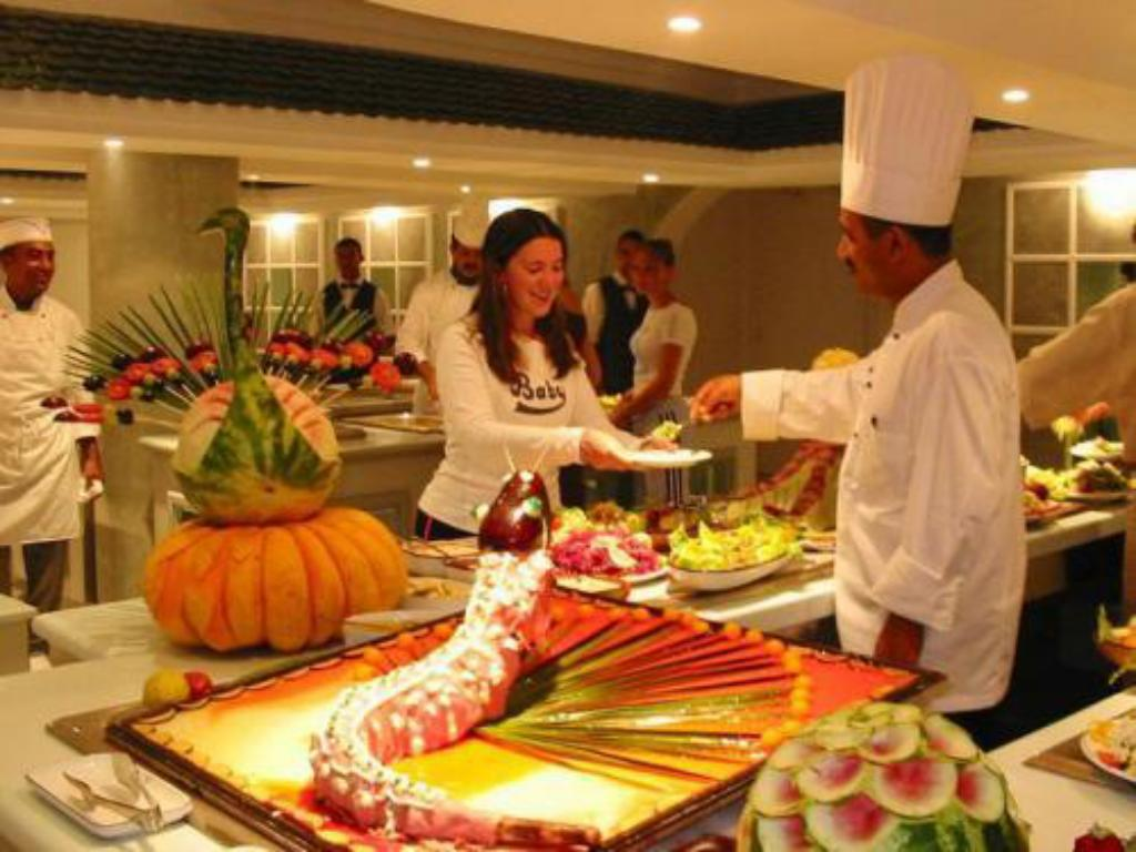 Buffet Golden Tulip Taj Sultan Resort
