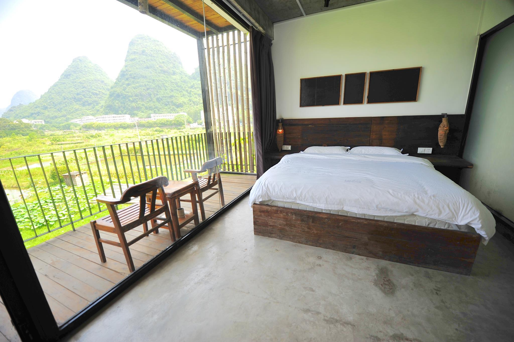 山景房(特大床) - 有陽台 (Mountain view King Bed with balcony)