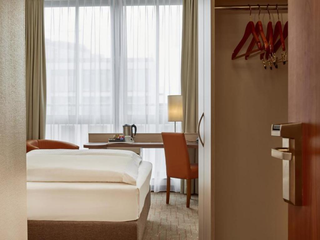 Single Room - Non-Smoking H+ Hotel Berlin Mitte