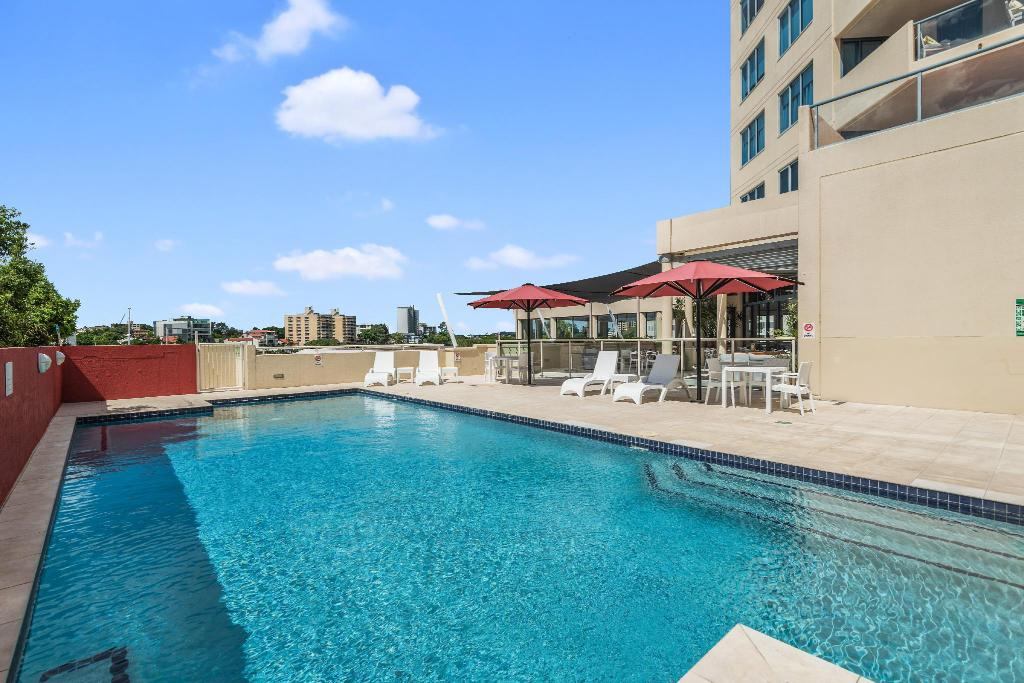 Swimming pool [outdoor] Central Dockside Apartments