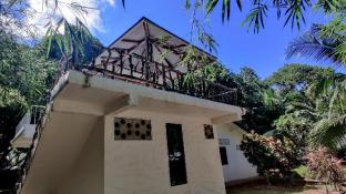 Cozy House homestay by the beach, Koh Mak