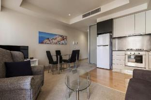 Collins St Melbourne CBD - 2 Bedroom Apartment