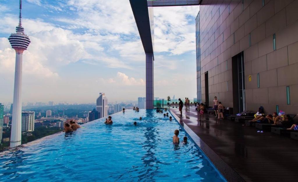 Best price on platinum suite sky deck infinity pool klcc - Rooftop swimming pool kuala lumpur ...