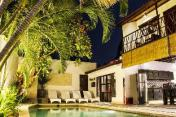 Gardenia, Spacious 6 Bed Villa in Central Seminyak