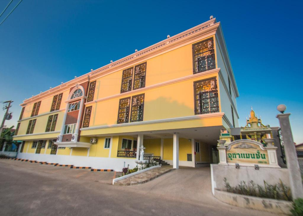 Best Price on Jutha Mansion in Uttaradit + Reviews!