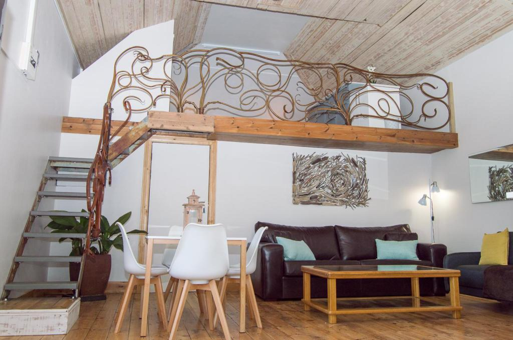 The Barn, self-catering loft apartment in Cape Town - Room ...