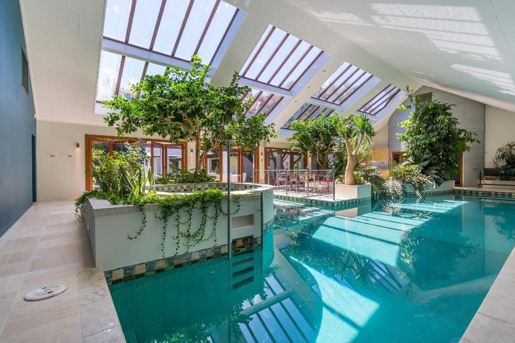 Best Price on Bond Estate Luxury Accommodation in Christchurch +