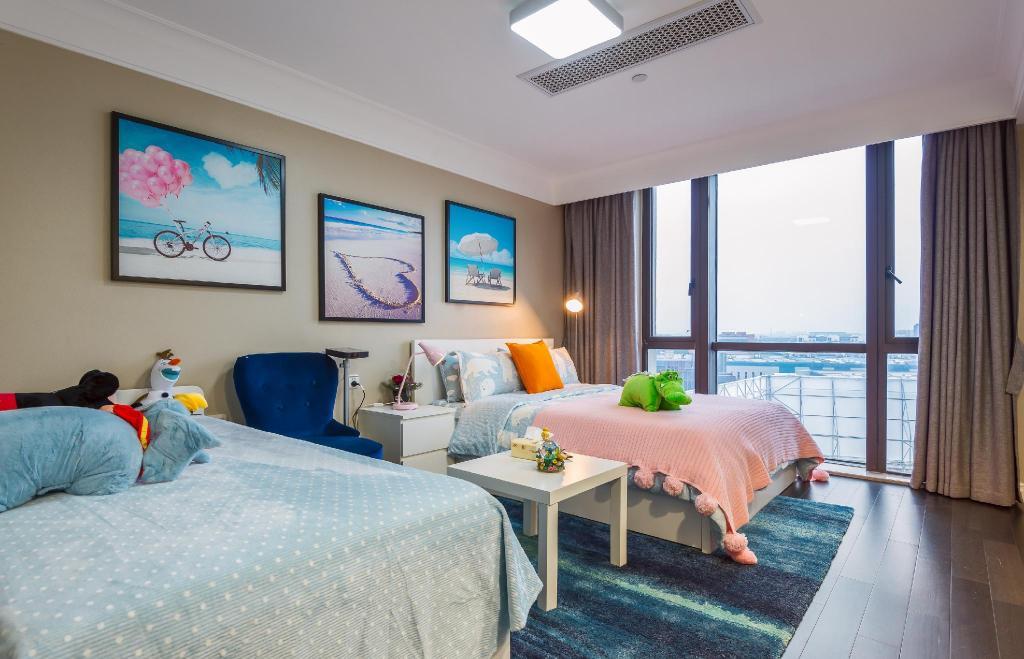Disney Modern Simple Deluxe Big Bed Room Apartment (Shanghai ...
