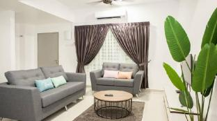 House of Happiness- Spacious 2.5 Story Homestay