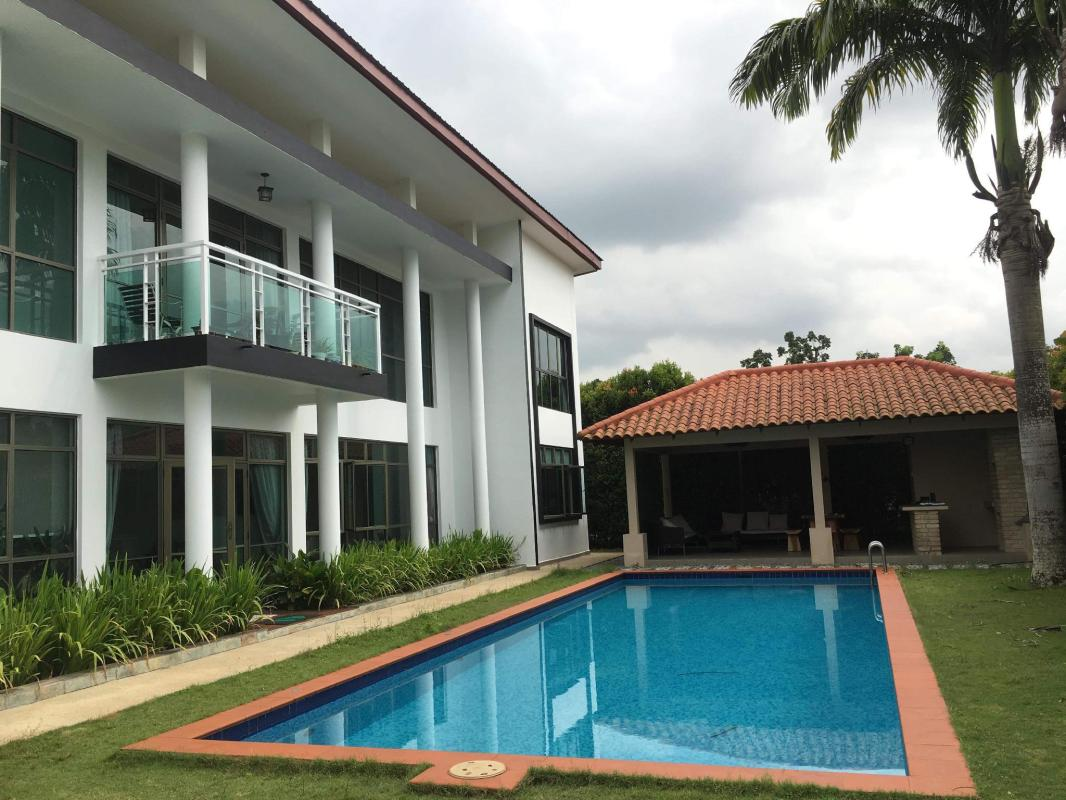 Bungalow with 12m Swimming pool, gazebo with BBQ in Johor ...