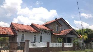 SARAH HOMESTAY 10person