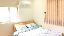 Bright and Comfortable room, 7 min to MRT