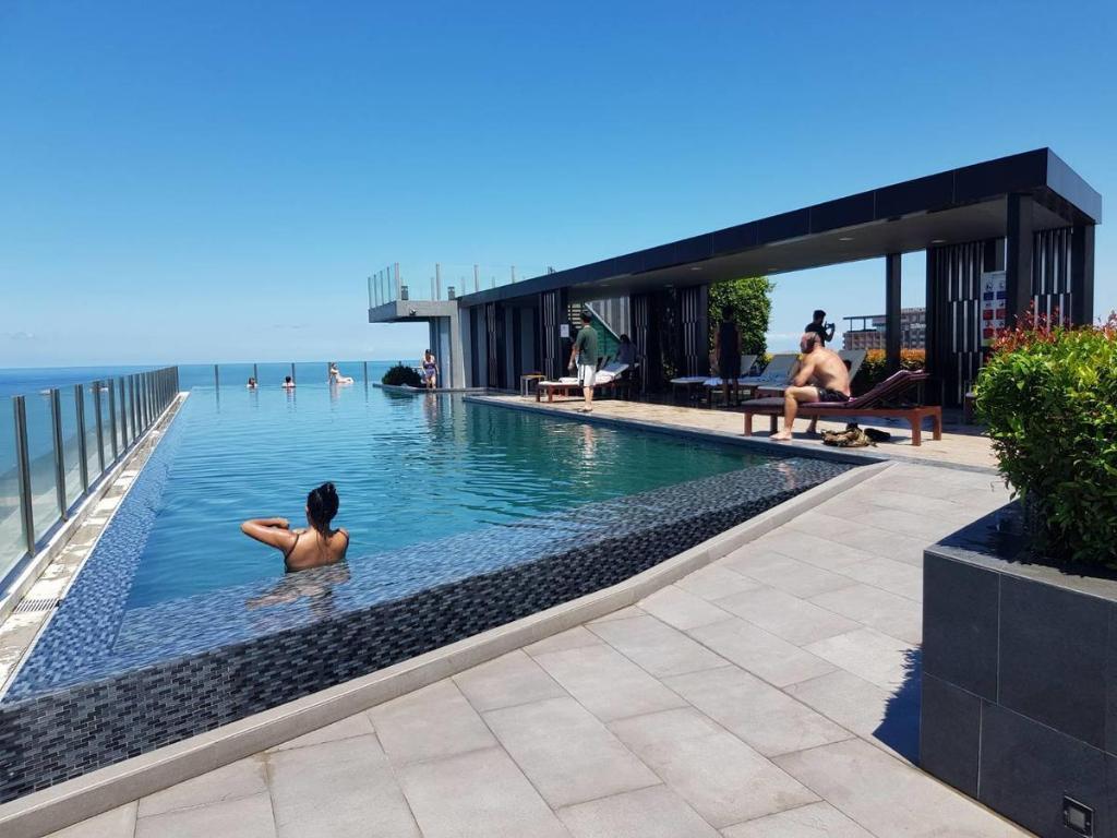 Floor Rooftop Swimming Pool