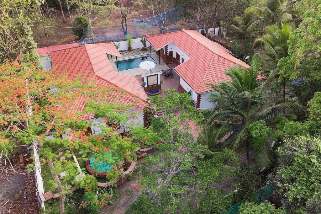 See all 29 photos Opulent 3-bedroom cottage with a pool for 9 /74026