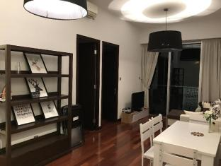 IC Lux High Flr, 3min WanChai MTR with Sky Bar and gym and pool