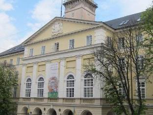 /ar-ae/on-the-square-guesthouse/hotel/lviv-ua.html?asq=jGXBHFvRg5Z51Emf%2fbXG4w%3d%3d