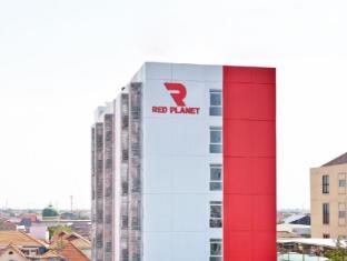 泗水紅色星球酒店