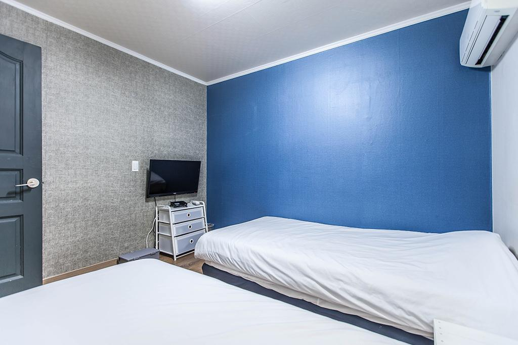 Twin Room (Standard price for 1 person, close at 22:00)