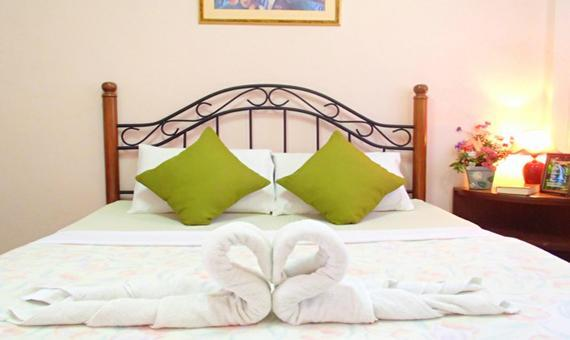 Deluxe Room with breakfast and round trip airport transfers