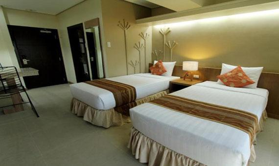 Deluxe Room with Breakfast**