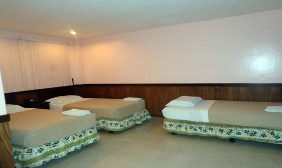 Family Room with Breakfast and WiFi (Special Rate)