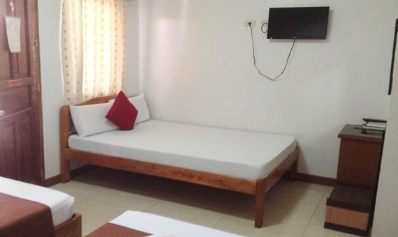 Family Room with Breakfast and Roundtrip Airport Transfer**